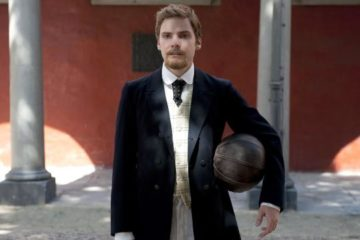 Daniel Brühl with a football. © Central Film