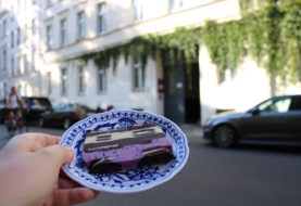 Self-guided Food Tour in Berlin with bitemojo